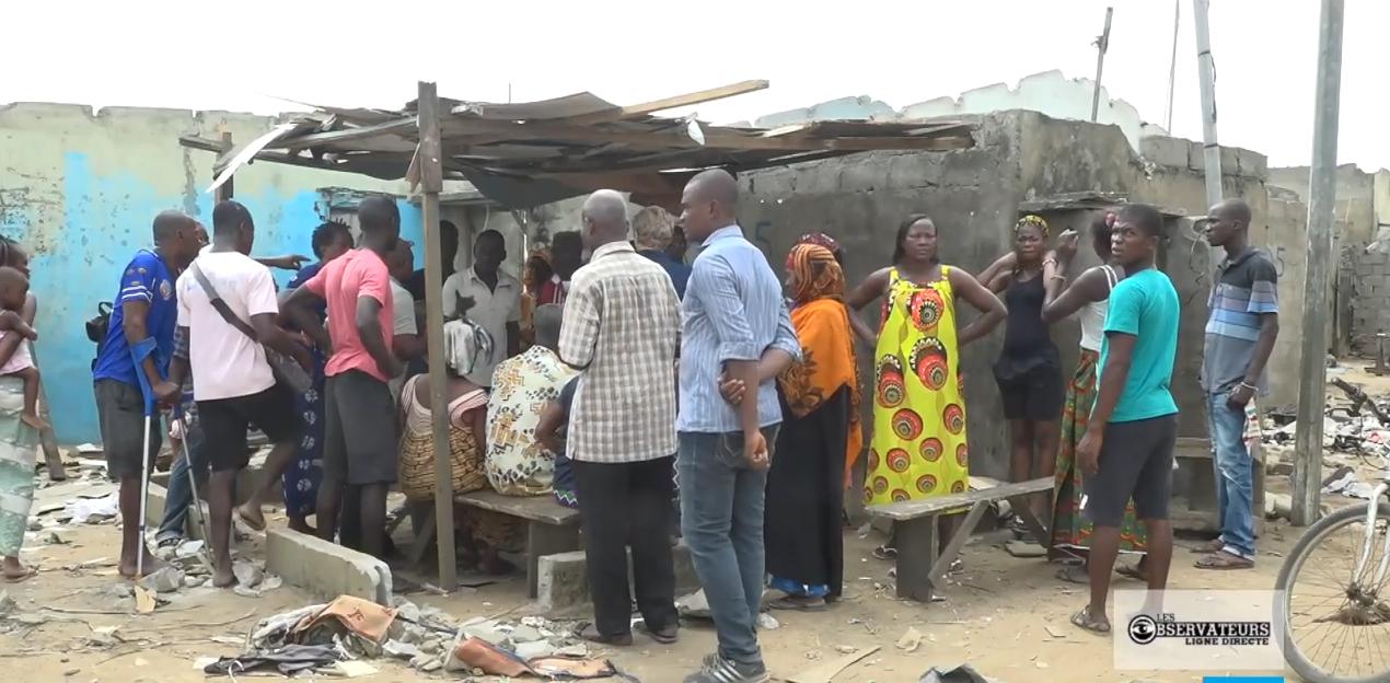 Population en voie d'être déguerpie dans le quartier d'Adjouffou, le 10 février 2020.