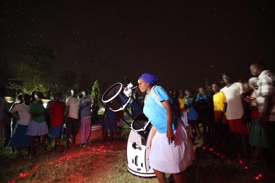 Susana et son équipe se déplace dans les écoles du pays pour faire des ateliers d'astronomie. Photo : The Travelling Telescope.