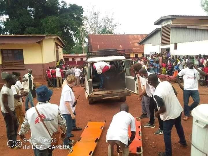Des bénévoles de Médecins sans frontières à Bambari.