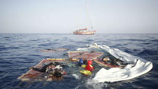 عکس عملیات نجات در دریای مدیترانه که توسط سازمان غیر دولتی پرو اکتیوا انجام گرفته است. این عکس در توییتر این سازمان منتشر شده است.