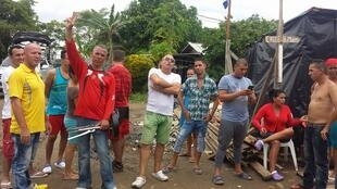 """Des migrants bloqués dans la ville colombienne de Turbo, à la frontière avec le Panama. Photo publiée dans le groupe public """"Cubanos de Turbo"""" sur Facebook."""