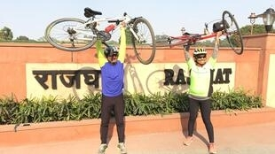 Sanjeeta Singh Naruka Negi, 51, and Piyush Shah, 58, cycled more than 1000km from Gandhi Ashram to Delhi in order to meet locals along the way and share tips and advice on how to deal with pollution.