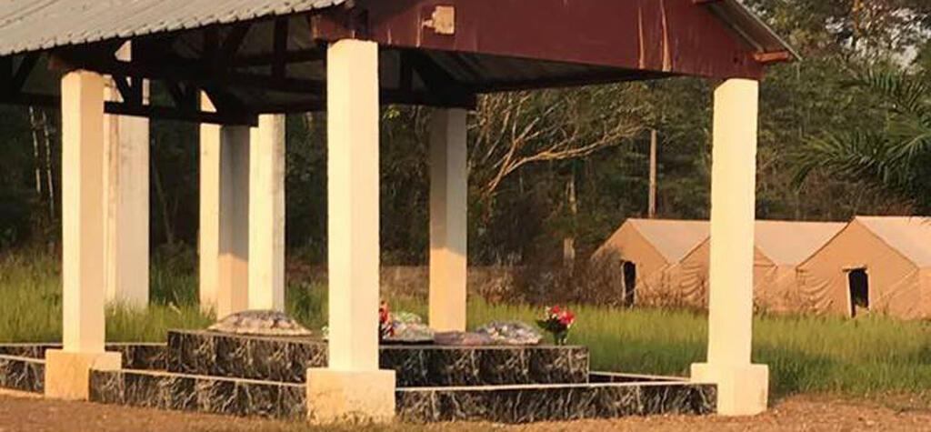 Des tentes appartenant à l'armée russe ont été installées près de la tombe de Bokassa. Photo postée sur la page Facebook de Chris Can.