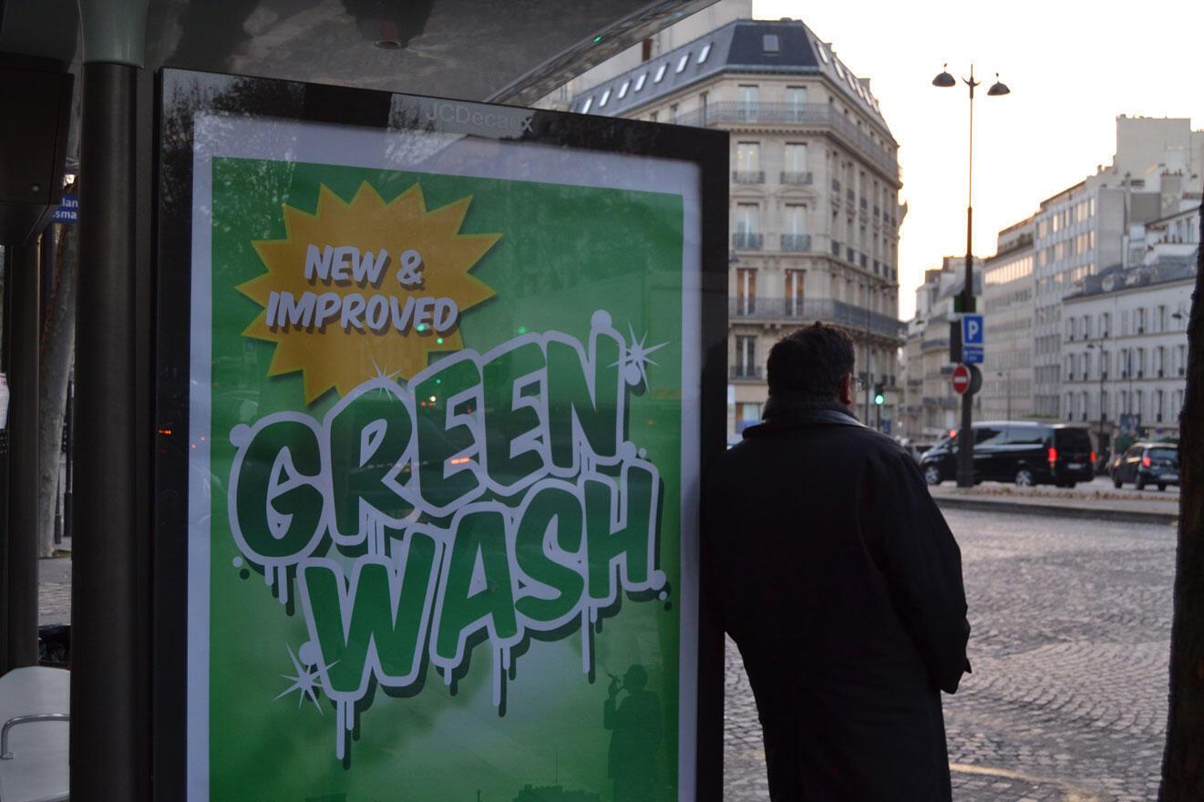 Le terme «greenwashing », écoblanchiment, désigne les pratiques des entreprises polluantes qui tentent de se donner une image écologique (par exemple les sponsors de la COP21).