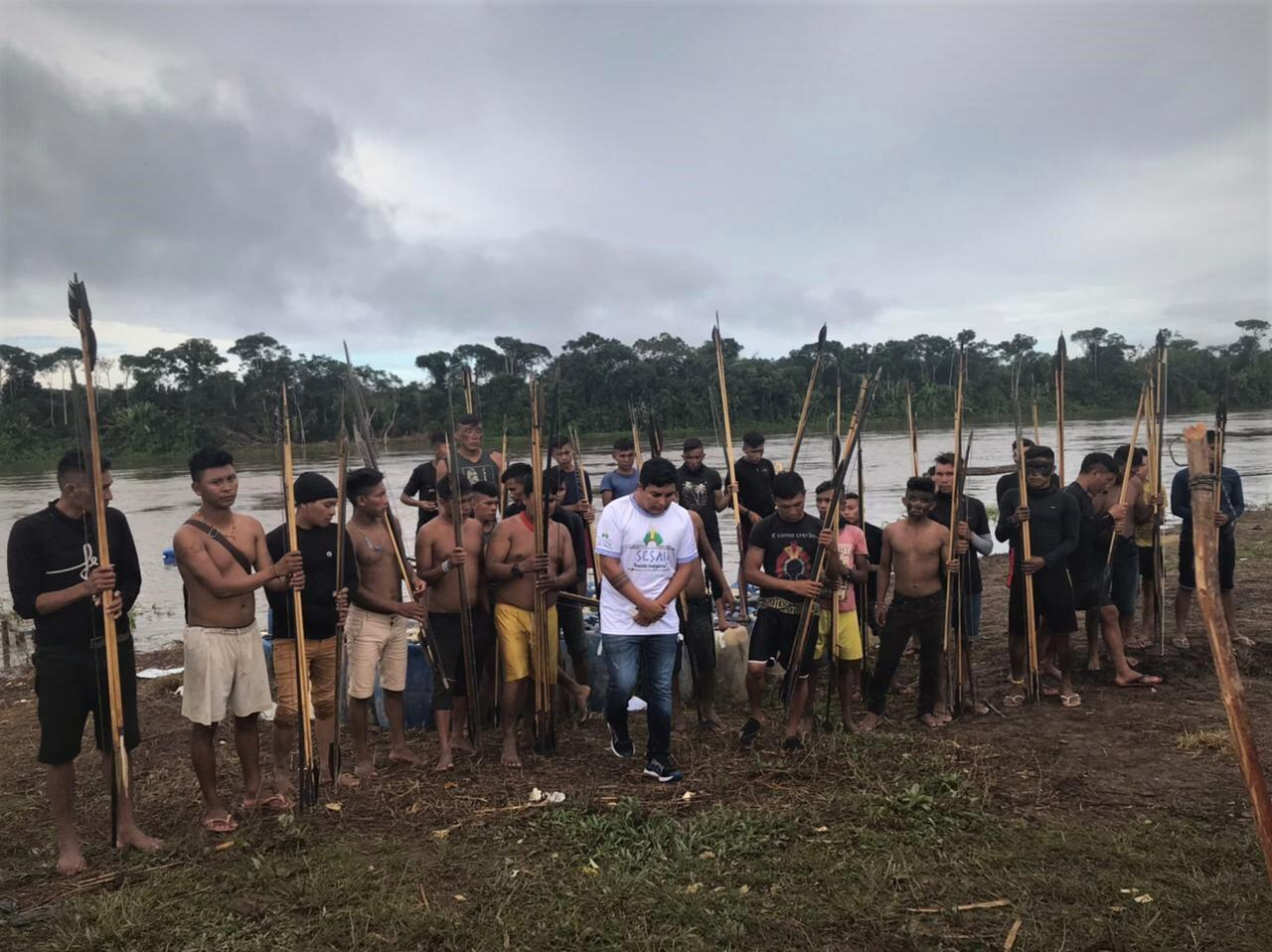In this video, Júnior Hekurari Yanomami and several other Palimiú residents explain that a group of miners drove up to their village in three different boats around 11am on May 10 and that an exchange of gunfire lasted about 10 minutes.