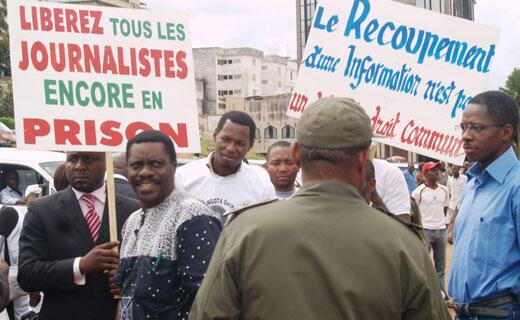 Manifestation de journalistes à Yaoundé.