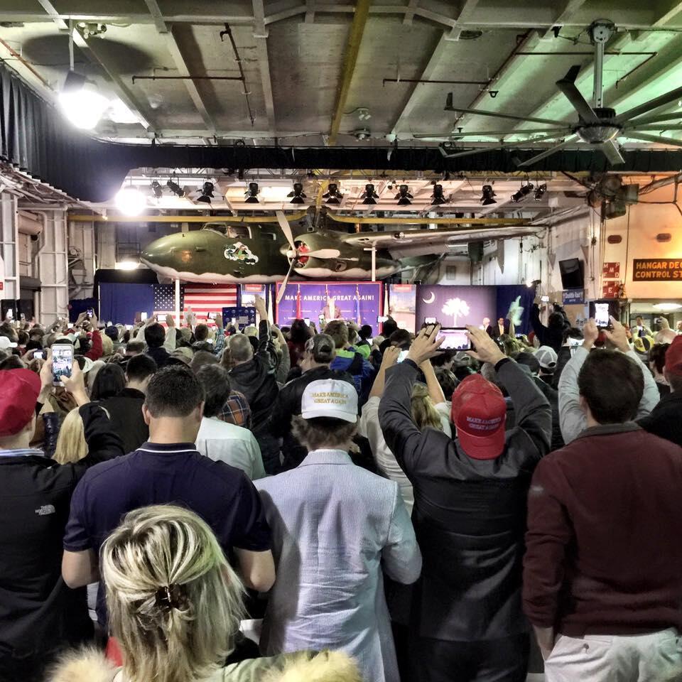 À Charleston, le meeting de Donald Trump a été interrompu par des manifestants opposés au candidat.