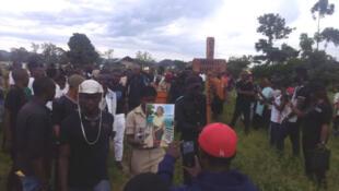 Photo prise par Dramani Banga Gloire à Beni, dans l'est de la RD Congo, lundi 24 septembre, lors de l'enterrement d'une jeune femme tuée lors de l'attaque de l'avant-veille.