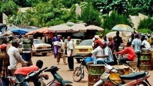 Une rue de Bamako. Photo publiée sur Flickr par Aene Gespinst.