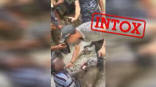 عکس گرفته شده از ویدئویی جنجالی که توسط بسیاری از کاربران اینترنت با عنوان صحنه شکنجه مهاجری در لیبی معرفی شده است. منبع: فیس بوک