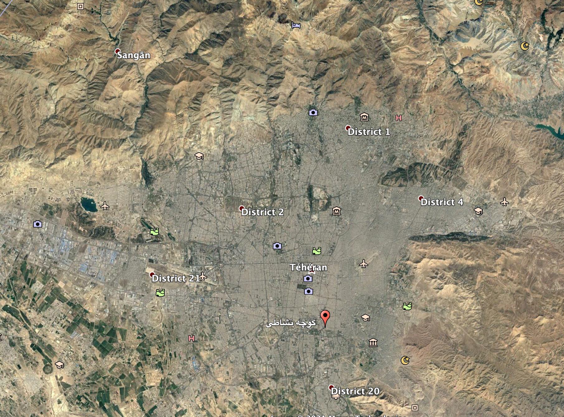 L'allée Neshati se trouve près de la place Shush, un des principaux carrefours de Téhéran.