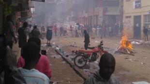 Manifestations après l'arrestation de l'opposant Bobi Wine à Kampala, Ouganda.