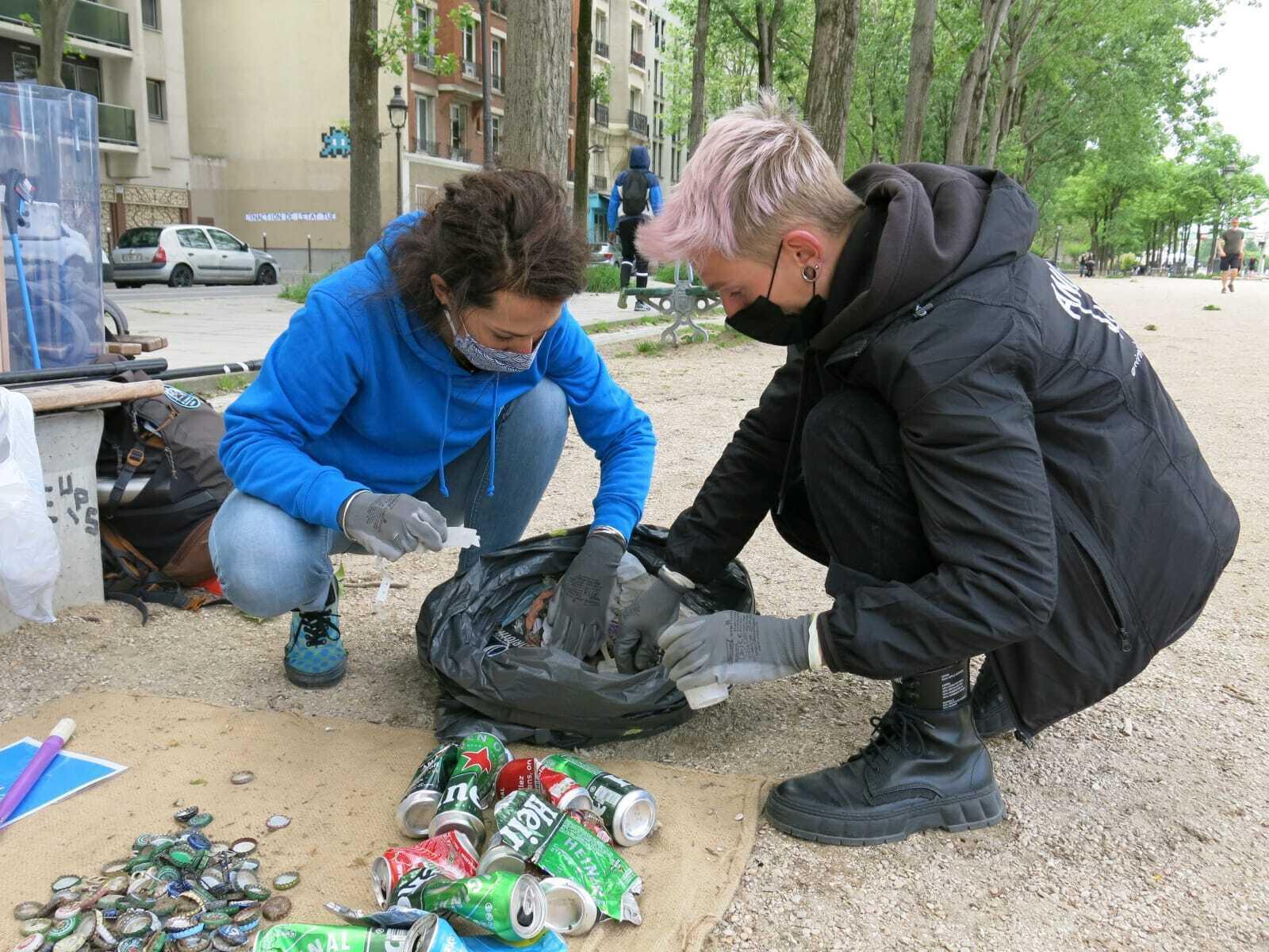 Les volontaires ont trié les déchets collectés pour pouvoir les recycler.