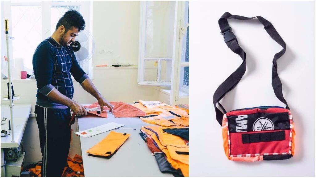 مهاجر بصدد قطع سترة نجاة في ورشة جمعية Safe Passage Bags في لسبوس، وحقيبة اكتملت. التقط الصور : Janusz Ratecki.