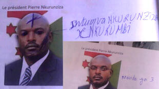 """Dans des manuels de sciences sociales, le portrait du président burundais a été gribouillé. On peut lire en haut """"Nkurunziza le tête, mauvaise nouvelle"""" et """"3e mandat""""."""
