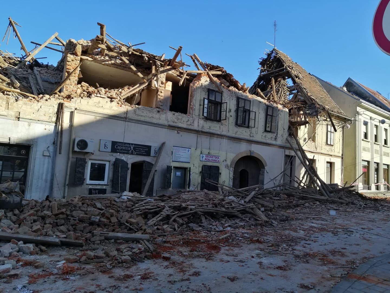 La ville de Petrinja en Croatie sous les décombres suite au séisme