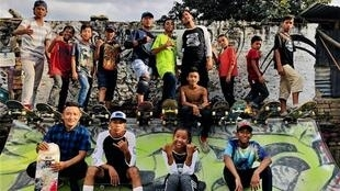 Ujwol Dangol (top row, fourth from the right) poses with young skaters in Kathmandu's skatepark. (Photo by Tamang Bijay, posted on Facebook on September 19, 2018.)