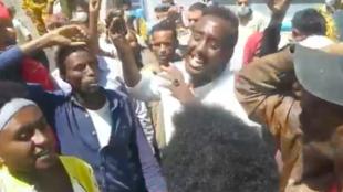 Le sit-in organisé par les migrants devant le bureau de l'UNHCR à Sanaa.