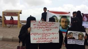 Manifestation organisée à Aden, sur fond de grève de faim des prisonniers dans les prisons d'Aden. Les mères accusent les forces de sécurité d'avoir enlevé leurs enfants.