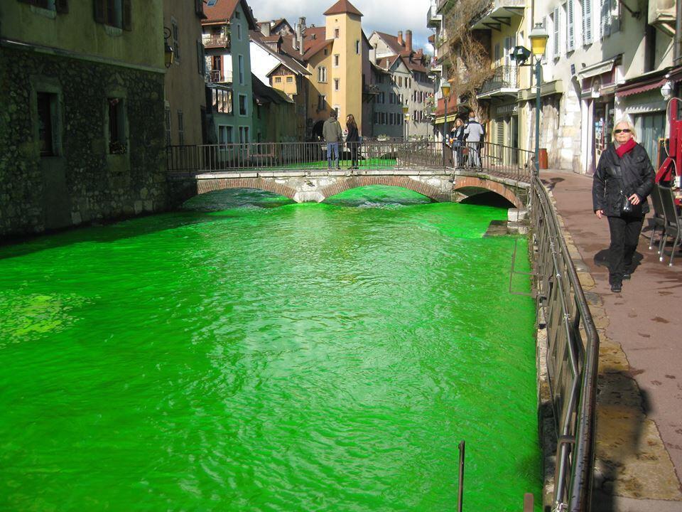 La ville d'Annecy, lundi 25 mars. Photo postée sur la page Facebook Agents Environnement.