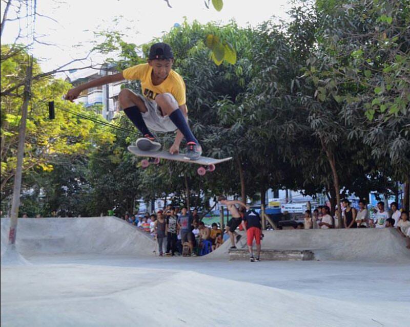 Une association aide les skateurs birmans à construire un skate park à Rangoun. Photo : page Facebook de Pushing Myanmar.