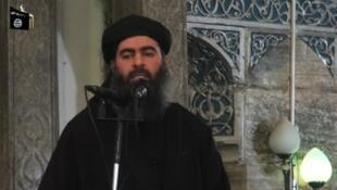 Abou Bakr Al-Baghdadi (capture d'écran d'un prêche donné à Mossoul, Irak en juillet 2014)