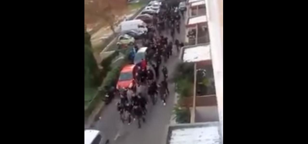 """Les manifestants arrivent dans le quartier des Jardins de l'Empereur pour """"terroriser la population"""". Capture d'écran d'une vidéo diffusée sur les réseaux sociaux."""