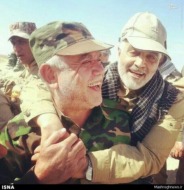 Le major Qassem Souleimani (à droite) pose avec un chef militaire irakien.—Photo publié sur les réseaux sociaux.