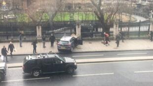 Photo de la voiture de l'assaillant devant le Parlement. Photo : James West