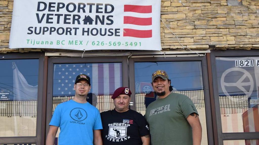 Trois vétérans de l'armée américaine expulsés vers le Mexique se sont réunis dans ce refuge pour s'entraider.