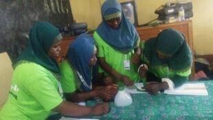 """De nombreuses jeunes filles camerounaises ont été formées par l'ONG """"Green Girls Project"""" au cours des derniers mois. Photo publiée sur la page Facebook """"Green Girls""""."""