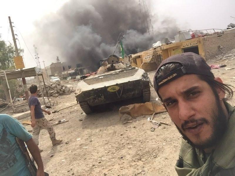 notre Observateur Ahmad Al Zaidy dans la ville de Ramadi. La dernière bombe vient d'être désamorcée par leur brigade. La voie est libre pour l'armée irakienne.