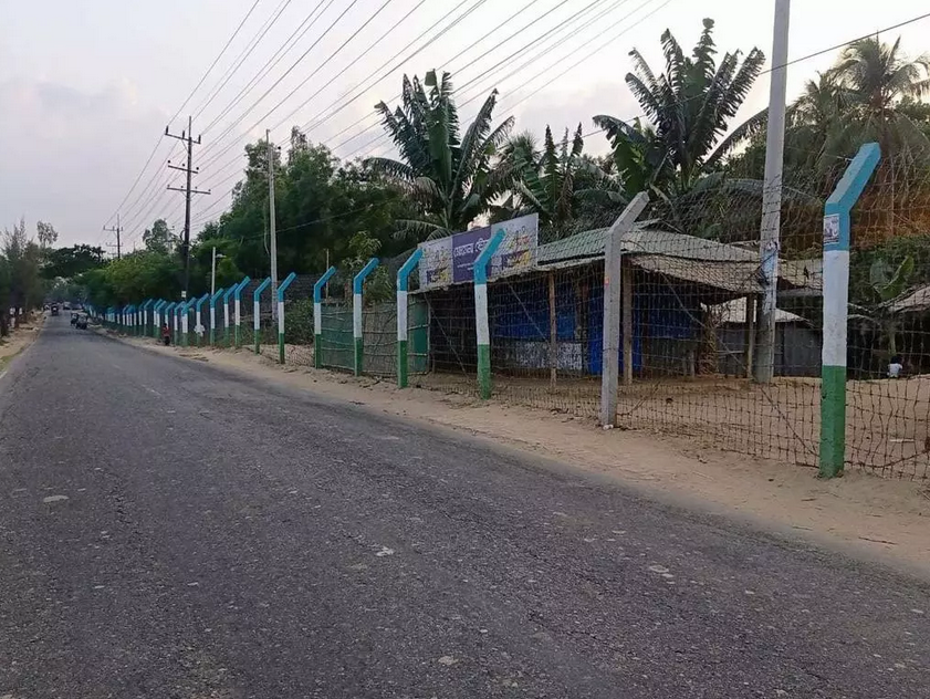 Barbed wire surrounds Camp 27 in Jadimura, Cox's Bazar. This photo was taken on April 30, 2021. © Khin Maung