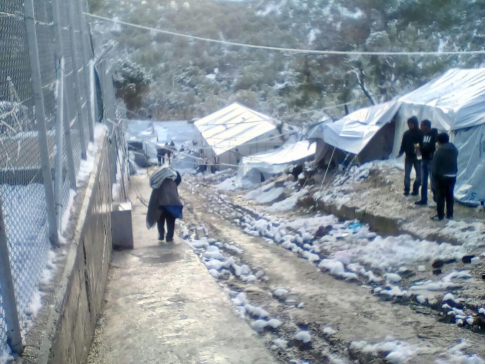 Une allée du camp de Moria, le 9 janvier 2017. Photo envoyée par notre Observateur.