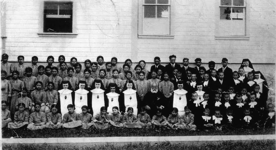 Classes de Fort Alexander, 1926. Plusieurs membres de la famille de notre Observateur ont été scolarisé à Fort Alexander.