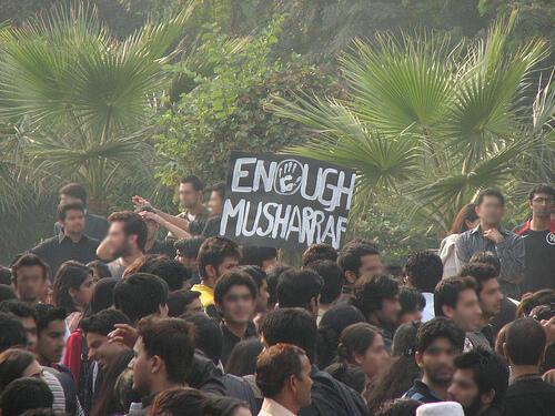 Les étudiants pakistanais couvrent les manifestations (suite)