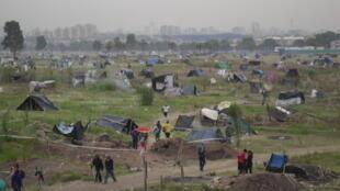 Le parc Indoamericano occupé par des migrants sans abris. Photo : Sorrel Mosely-Williams.
