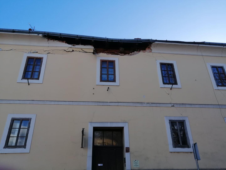 L'office de tourisme où travaille Ivanka Držaj a été sévèrement endommagé par le tremblement de terre.