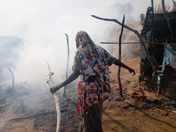 Le camp de Krindek en cendres après l'attaque visant les déplacés massalits.