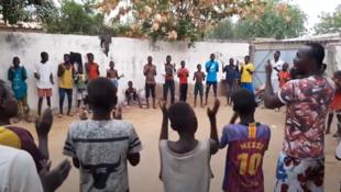 Activités dans le centre pour enfants des rues de l'association Tchado-star à N'Djamena