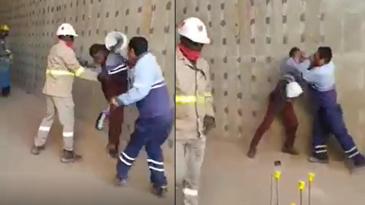 Un ouvrier congolais et son chef chinois en train de se battre sur le chantier d'une usine d'exploitation de cuivre, le 30 juin.