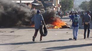Les manifestations se déroulent dans un climat tendu à Port-au-Prince. Photo envoyée par notre Observateur.
